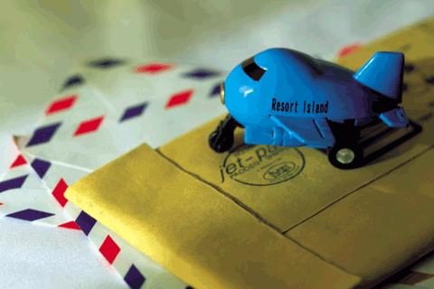 郵便物と飛行機の模型
